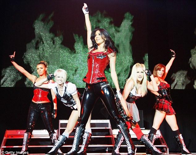 Pussycat Dolls i fräcka korsetter